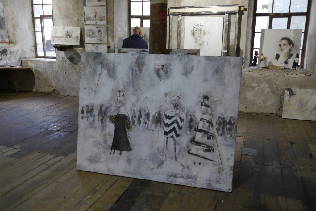 Sissi Schupp: die Stelzengeher. Hodilci na hoduljah.