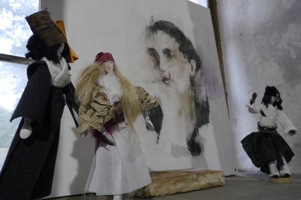 Sissi Schupp: Porträt und 3 Puppen. Portret in tri lutke.
