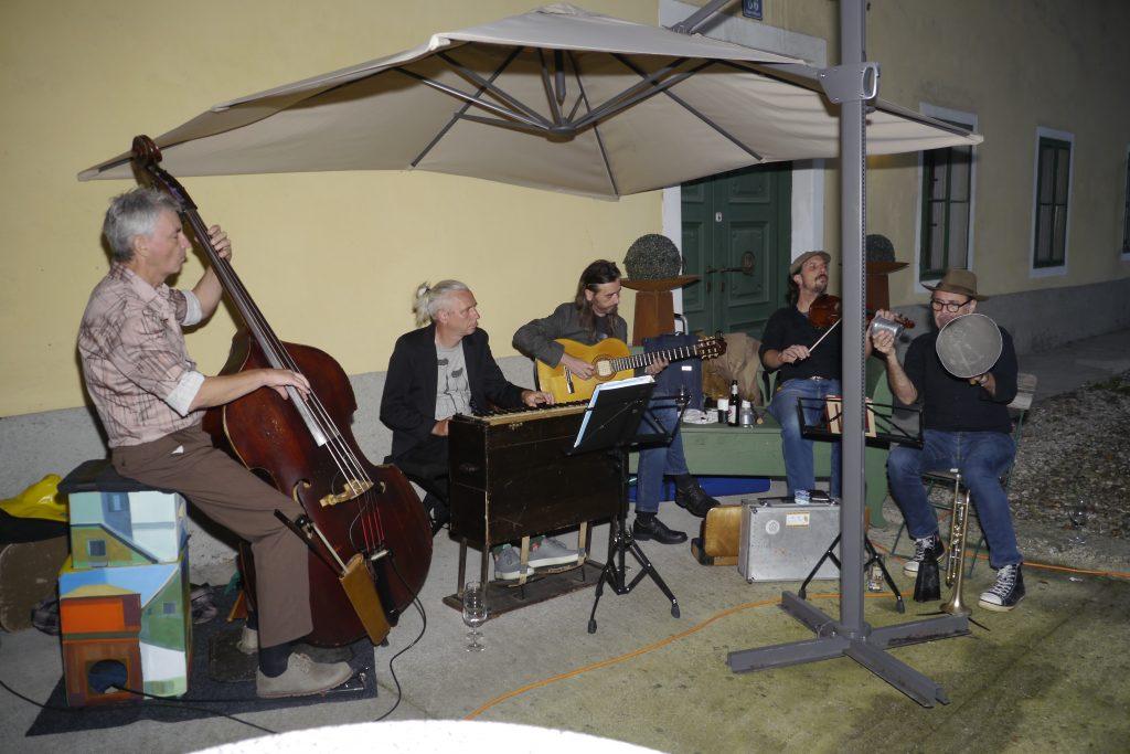 """Musik """"The Taltons"""" mit Ritschi Klammer und Primus Sitter. Glasba  """"The Taltons"""" z Ritschijem Klammerjem in Primusom Sitterjem."""